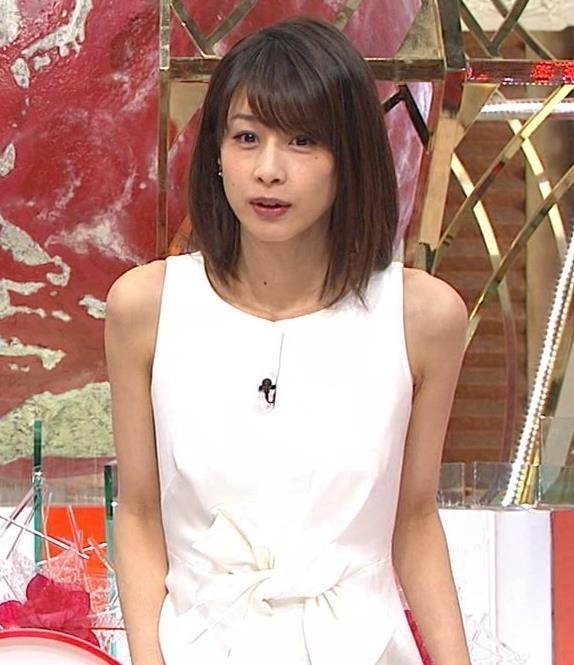 加藤綾子 久しぶりにノースリーブでワキがチラチラキャプ・エロ画像4