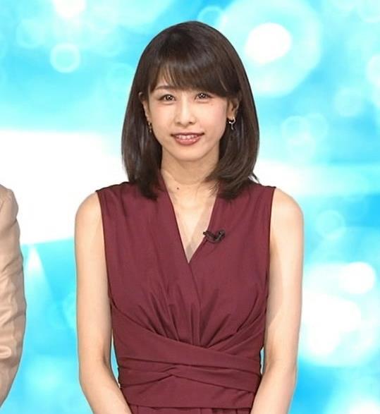 加藤綾子 「MUSIC FAIR」では胸元が開いている衣装が多いキャプ・エロ画像
