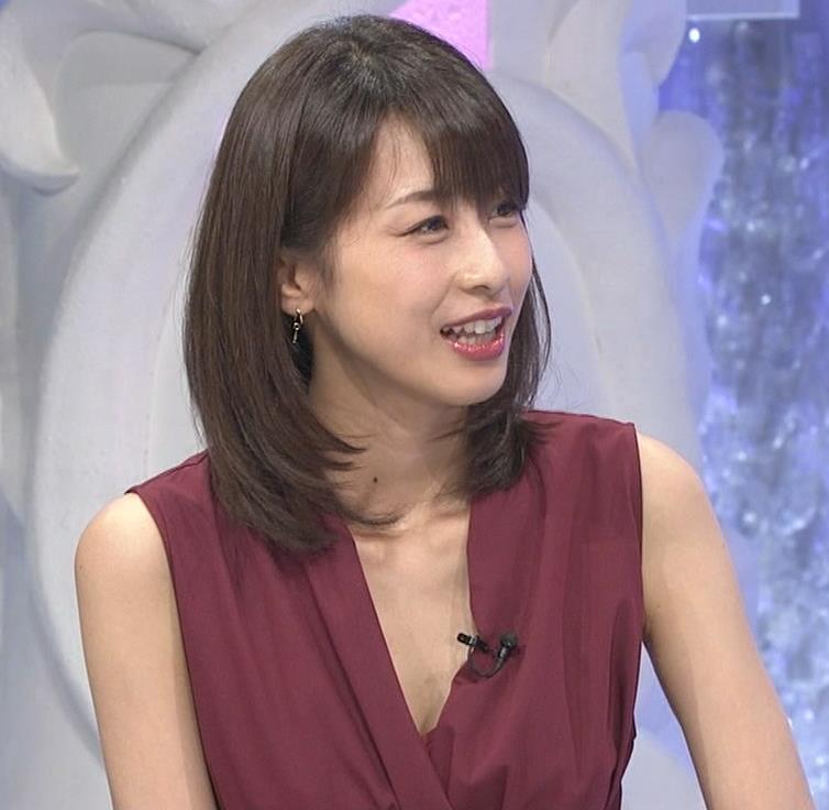 加藤綾子 「MUSIC FAIR」では胸元が開いている衣装が多いキャプ・エロ画像4