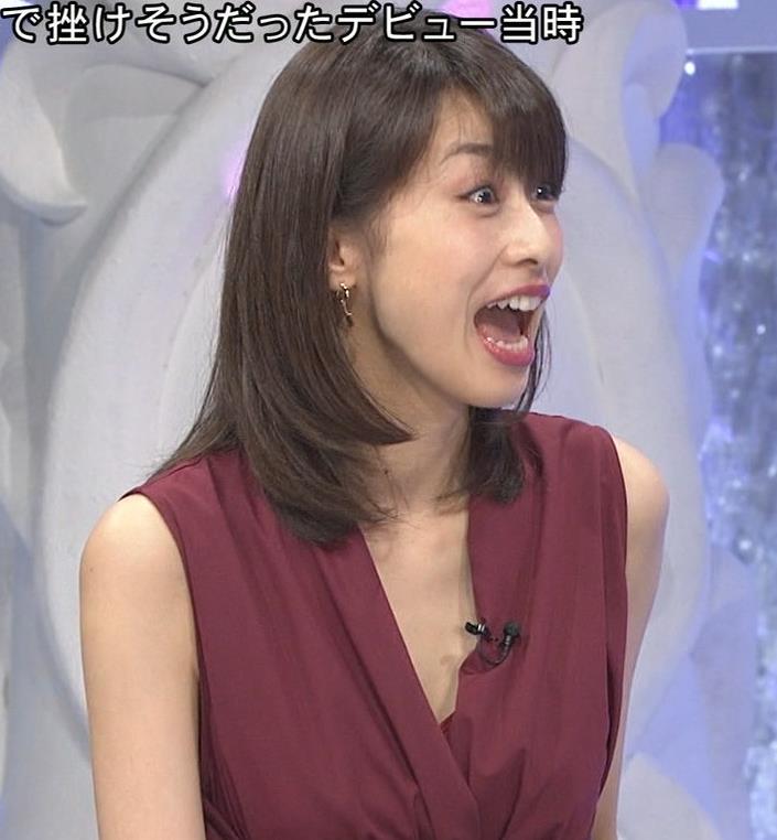 加藤綾子 「MUSIC FAIR」では胸元が開いている衣装が多いキャプ・エロ画像6