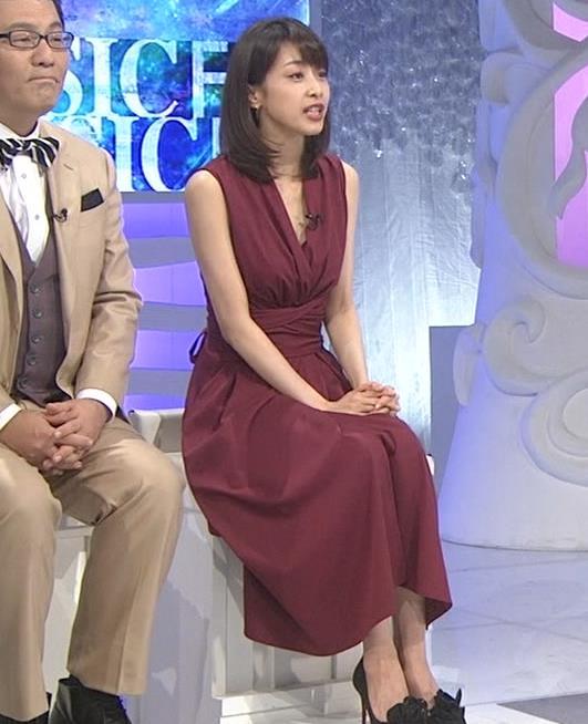 加藤綾子 「MUSIC FAIR」では胸元が開いている衣装が多いキャプ・エロ画像8