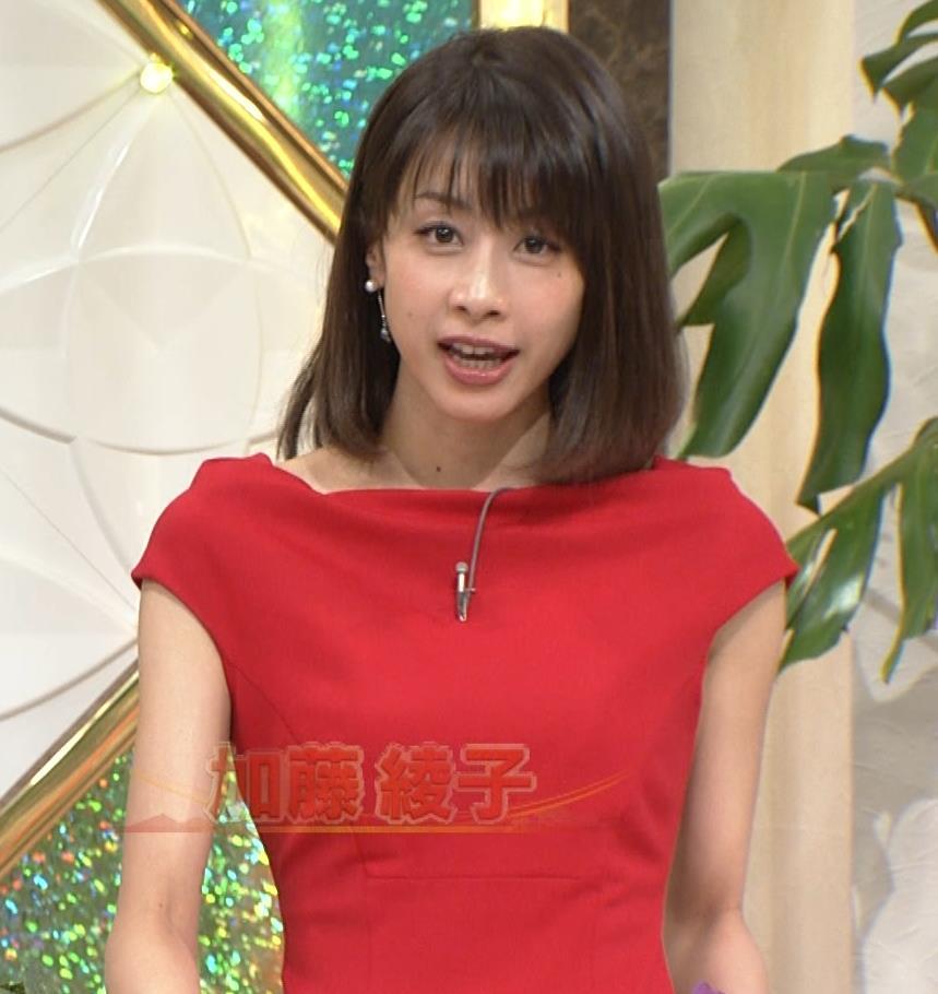 アナ 真っ赤なドレスからインナーがチラチラしてるキャプ・エロ画像11