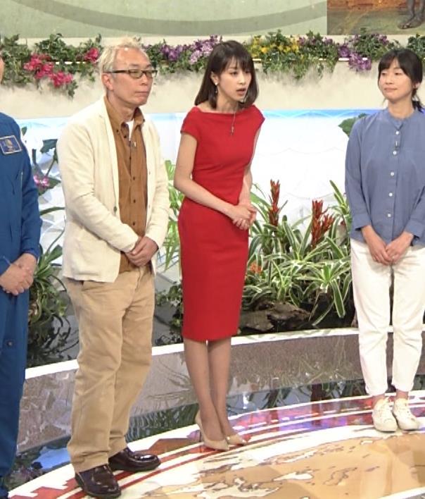アナ 真っ赤なドレスからインナーがチラチラしてるキャプ・エロ画像15