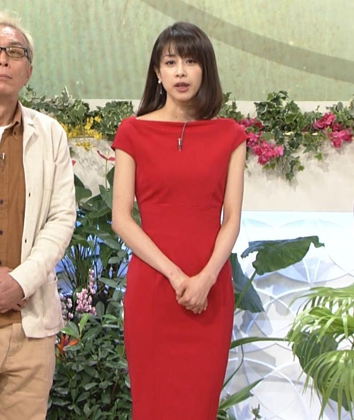 アナ 真っ赤なドレスからインナーがチラチラしてるキャプ・エロ画像17