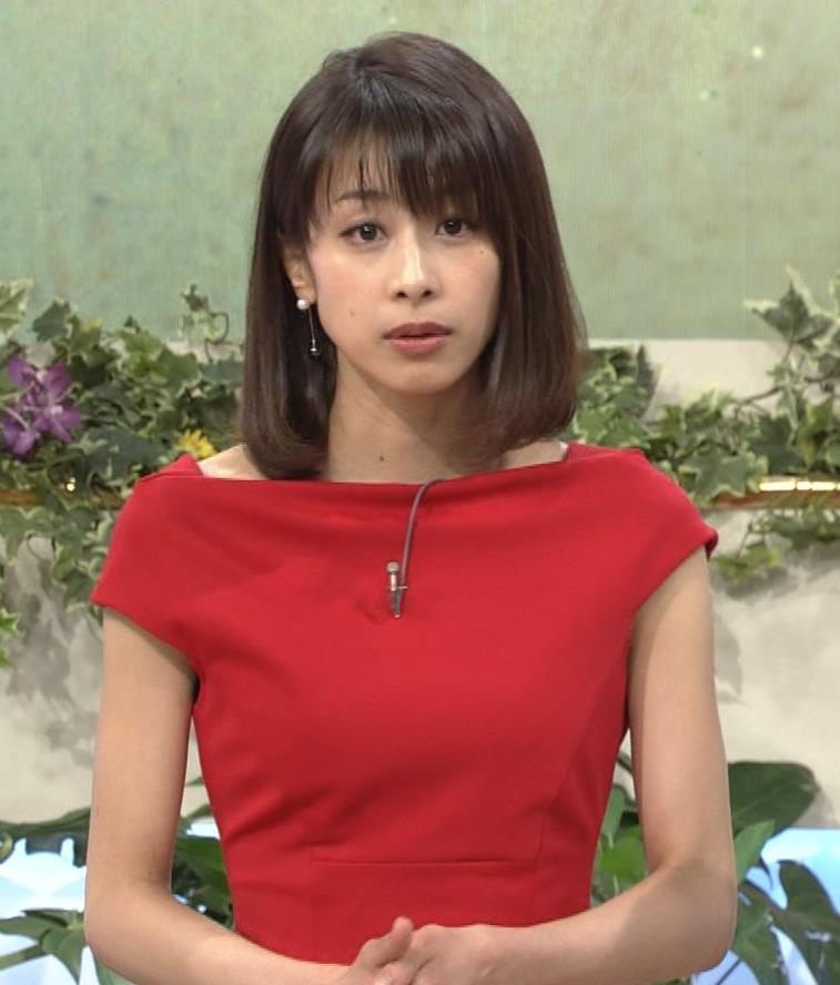 アナ 真っ赤なドレスからインナーがチラチラしてるキャプ・エロ画像18