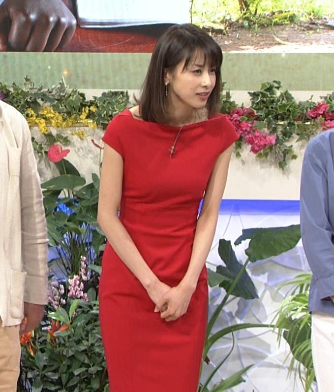 アナ 真っ赤なドレスからインナーがチラチラしてるキャプ・エロ画像19