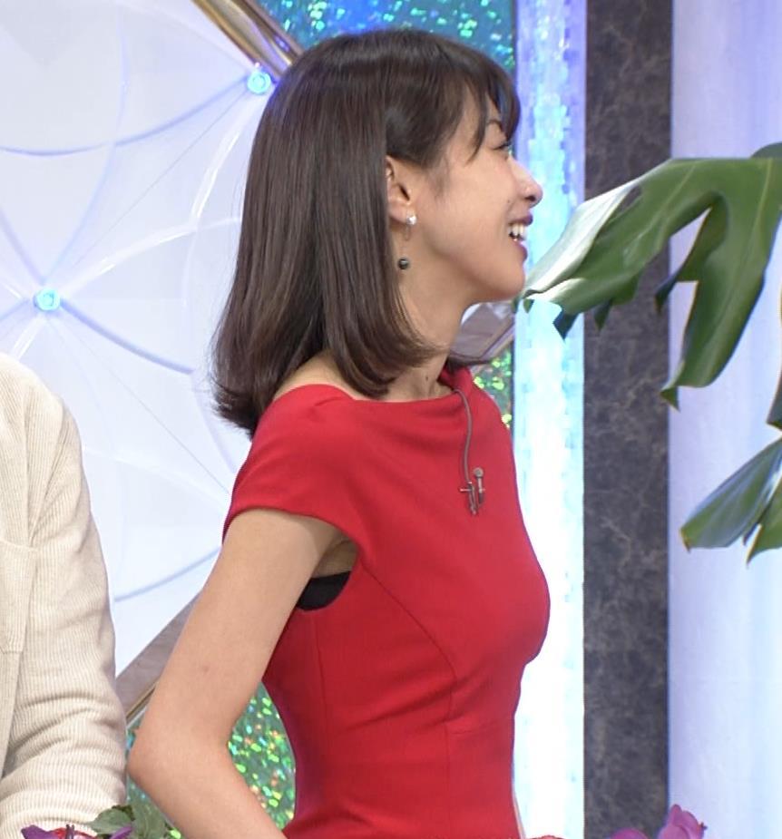 アナ 真っ赤なドレスからインナーがチラチラしてるキャプ・エロ画像21