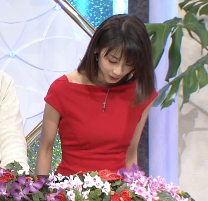 アナ 真っ赤なドレスからインナーがチラチラしてるキャプ・エロ画像7
