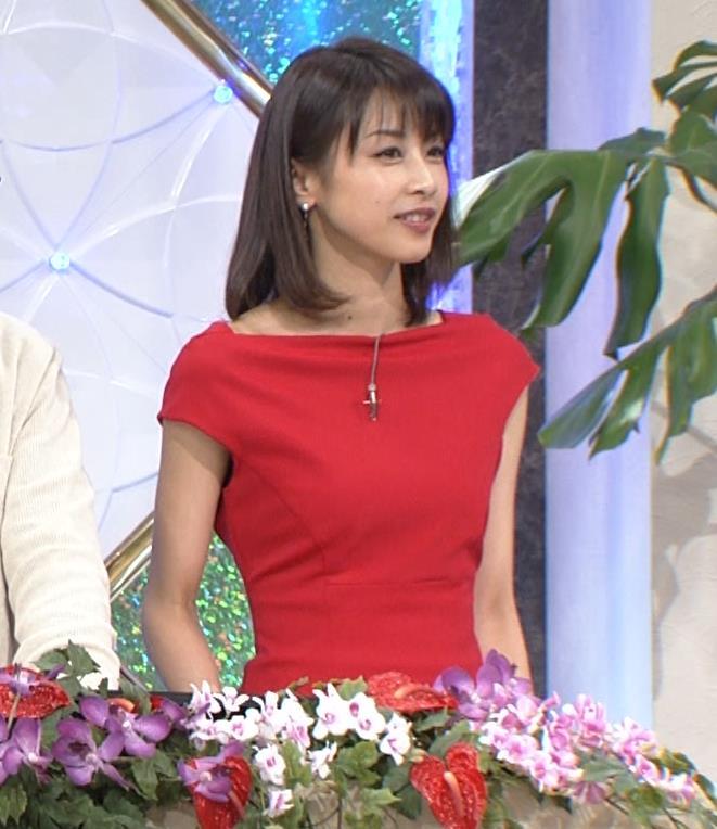 アナ 真っ赤なドレスからインナーがチラチラしてるキャプ・エロ画像8