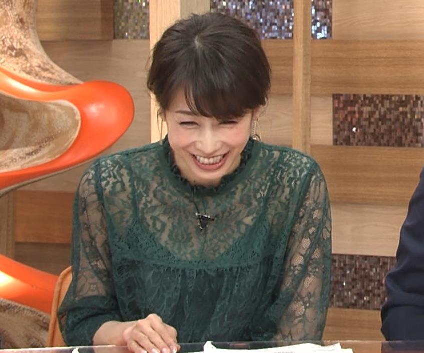 加藤綾子 スケスケ衣装でキャミソール丸見えキャプ・エロ画像9