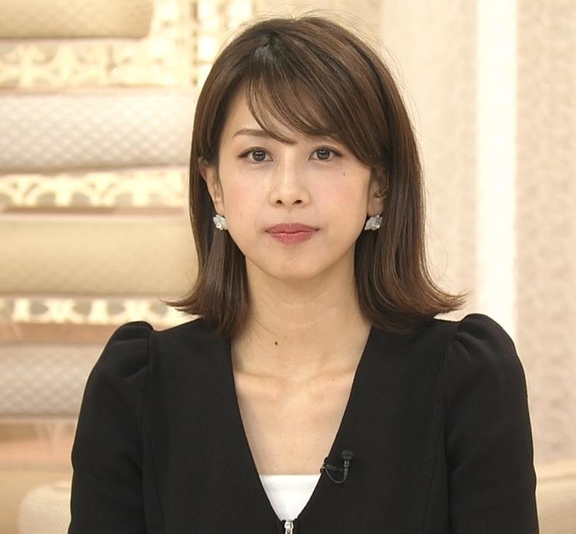 加藤綾子 胸元開いててちょっと胸チラキャプ・エロ画像4