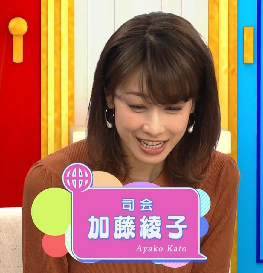 加藤綾子 エロく浮き出たニットおっぱいキャプ・エロ画像