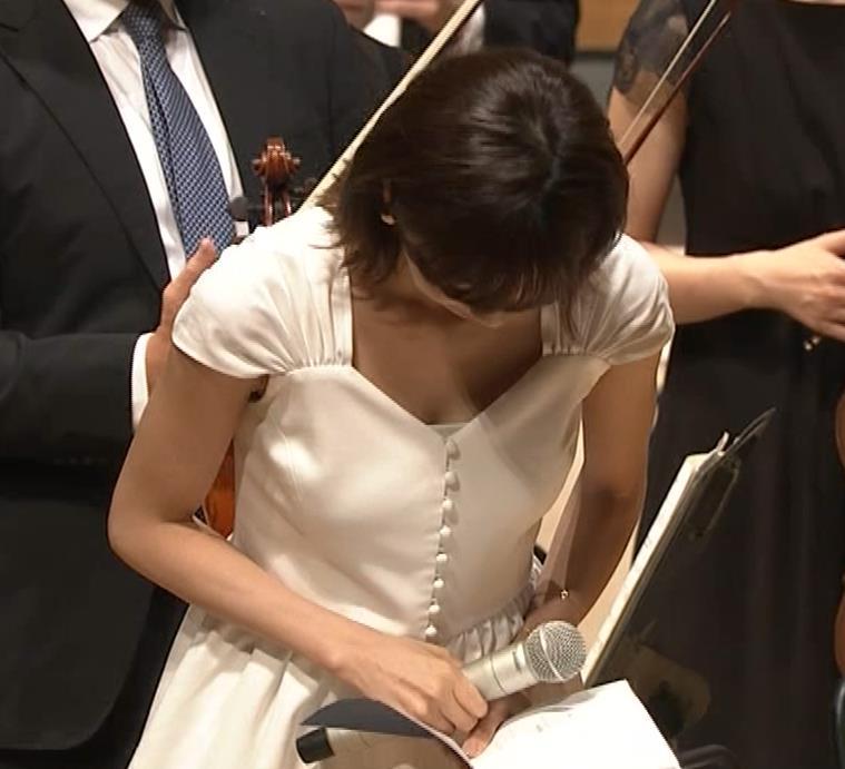 加藤綾子 これは抜ける胸チラ・ブラちら(クラシック音楽館 N響ほっとコンサート)キャプ・エロ画像