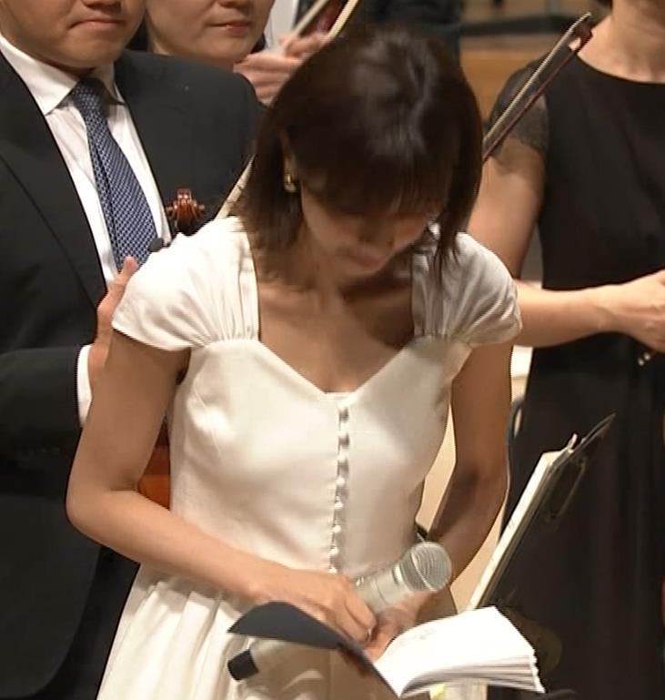 加藤綾子 これは抜ける胸チラ・ブラちら(クラシック音楽館 N響ほっとコンサート)キャプ・エロ画像3