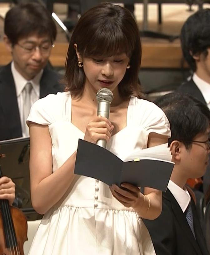 加藤綾子 これは抜ける胸チラ・ブラちら(クラシック音楽館 N響ほっとコンサート)キャプ・エロ画像4