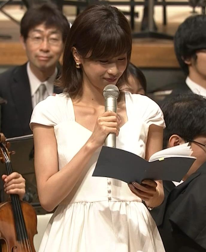 加藤綾子 これは抜ける胸チラ・ブラちら(クラシック音楽館 N響ほっとコンサート)キャプ・エロ画像5