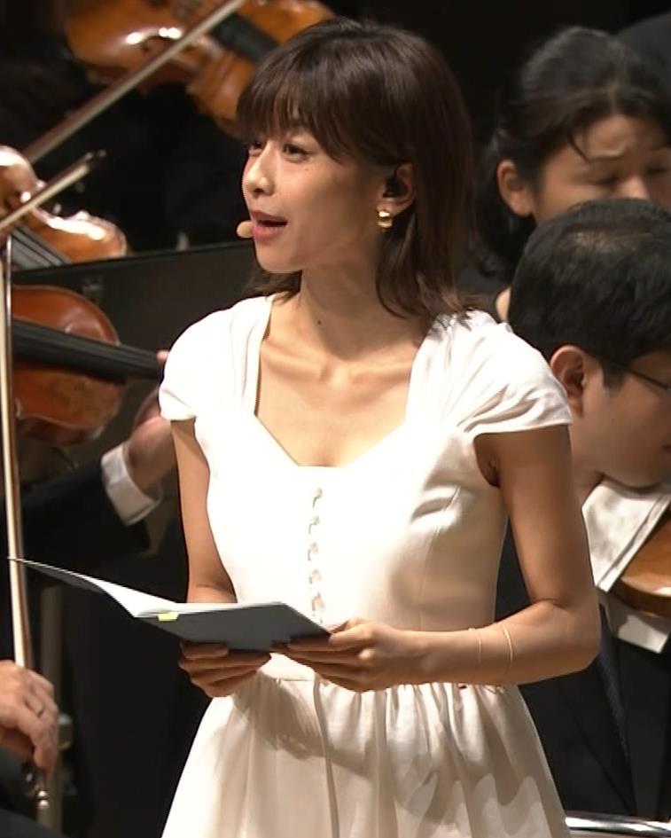 加藤綾子 これは抜ける胸チラ・ブラちら(クラシック音楽館 N響ほっとコンサート)キャプ・エロ画像6