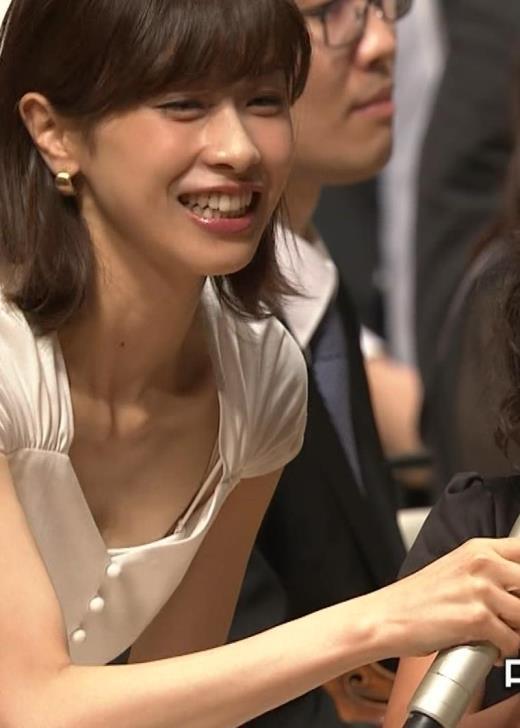 加藤綾子 これは抜ける胸チラ・ブラちら(クラシック音楽館 N響ほっとコンサート)キャプ画像(エロ・アイコラ画像)