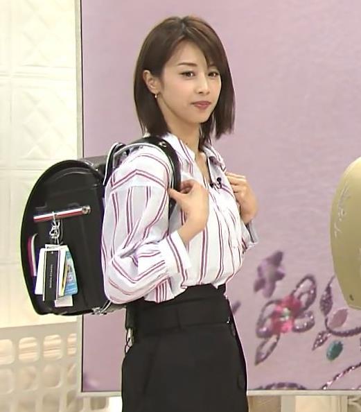 加藤綾子アナ 胸元のはだけ方と表情がエロいキャプ・エロ画像4