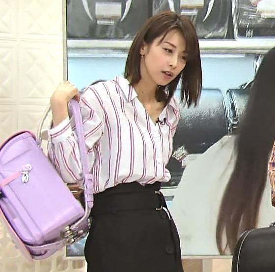 加藤綾子アナ 胸元のはだけ方と表情がエロいキャプ・エロ画像7