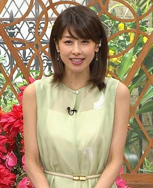 加藤綾子アナ いつも通りノースリーブでワキがエロいキャプ・エロ画像3