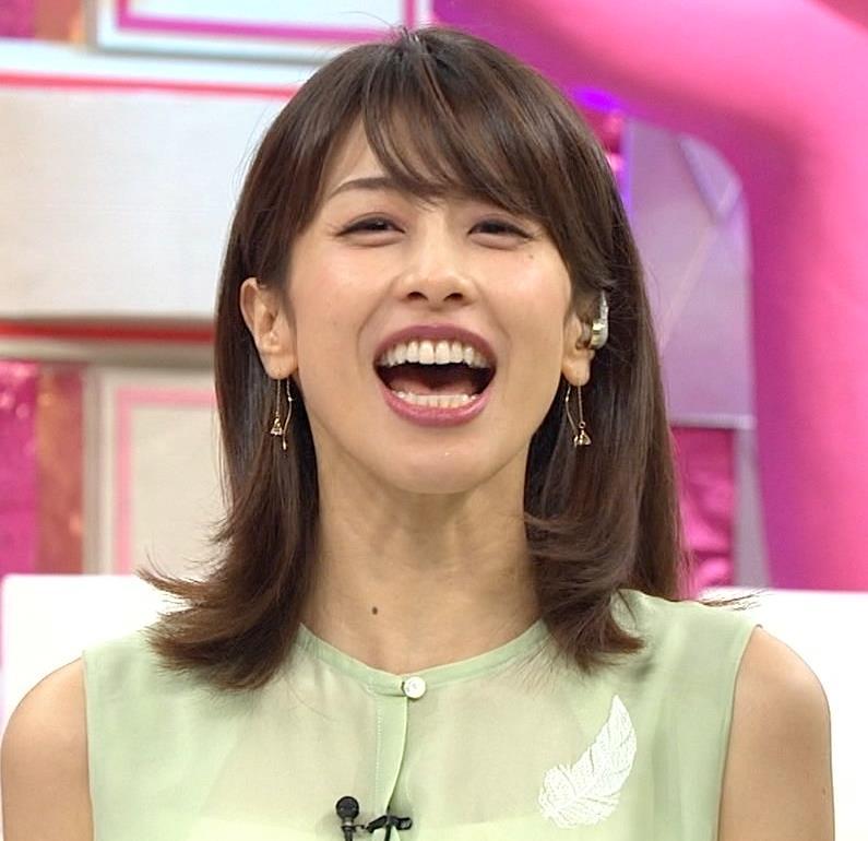 加藤綾子アナ いつも通りノースリーブでワキがエロいキャプ・エロ画像7