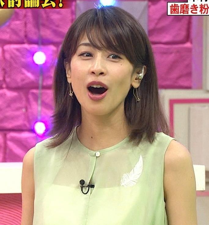 加藤綾子アナ いつも通りノースリーブでワキがエロいキャプ・エロ画像9