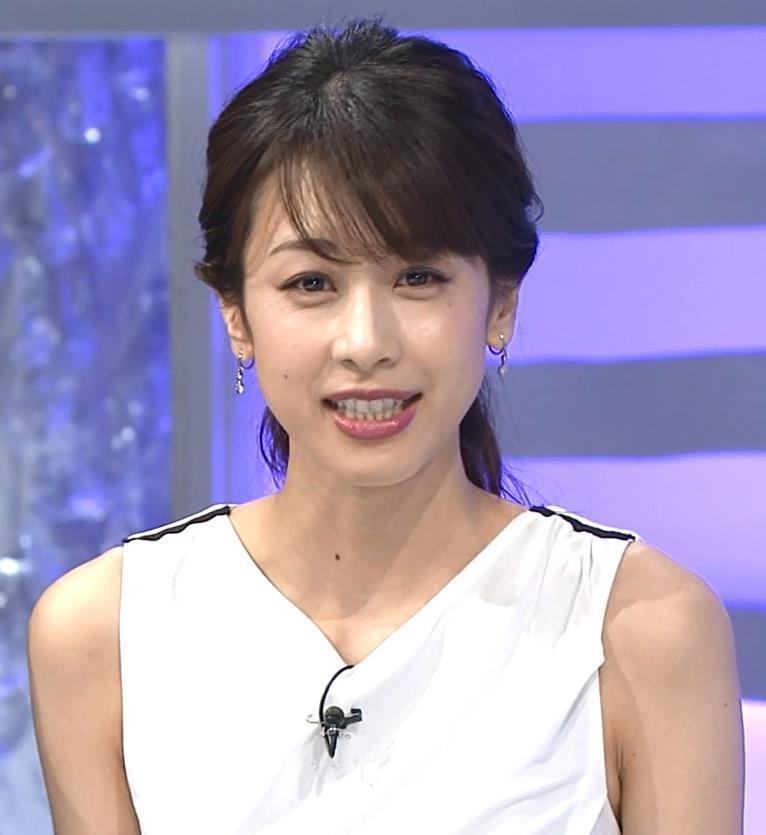 加藤綾子 パツパツ衣装でお胸が大変なことに!キャプ・エロ画像