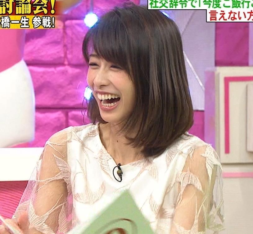 加藤綾子 腕スケスケワンピースキャプ・エロ画像13
