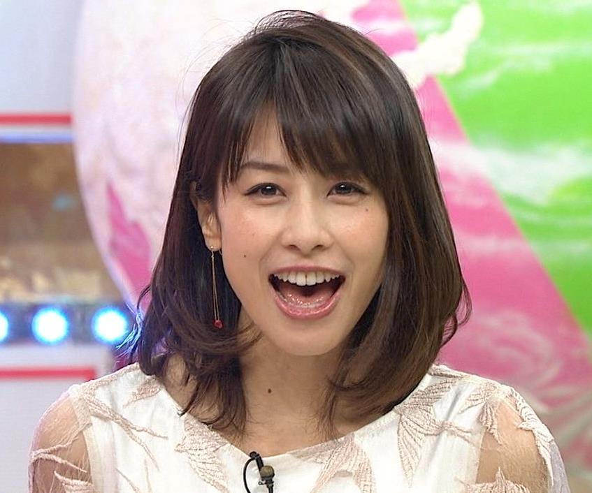加藤綾子 腕スケスケワンピースキャプ・エロ画像6