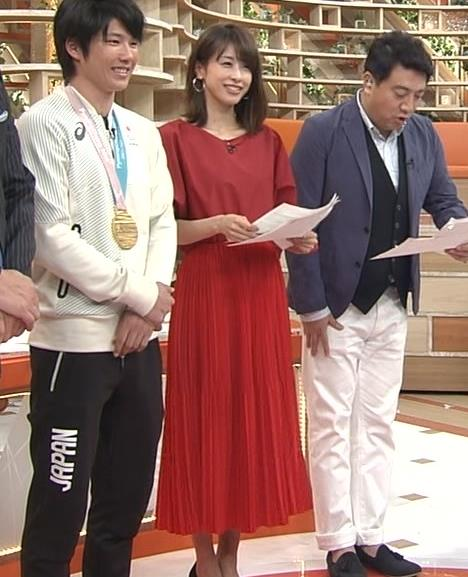 加藤綾子 赤いロングスカートキャプ・エロ画像2
