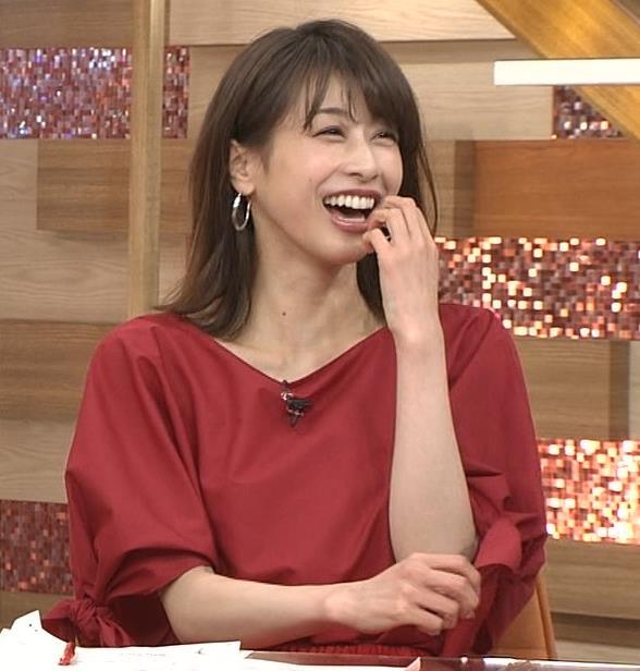加藤綾子 赤いロングスカートキャプ・エロ画像3