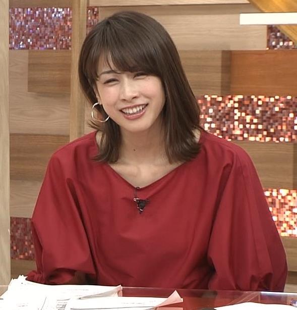 加藤綾子 赤いロングスカートキャプ・エロ画像4