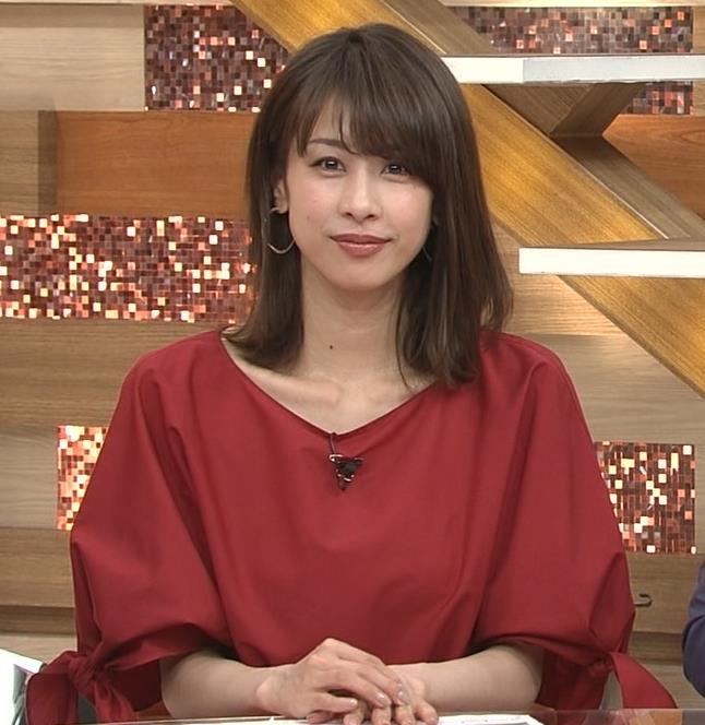 加藤綾子 赤いロングスカートキャプ・エロ画像5