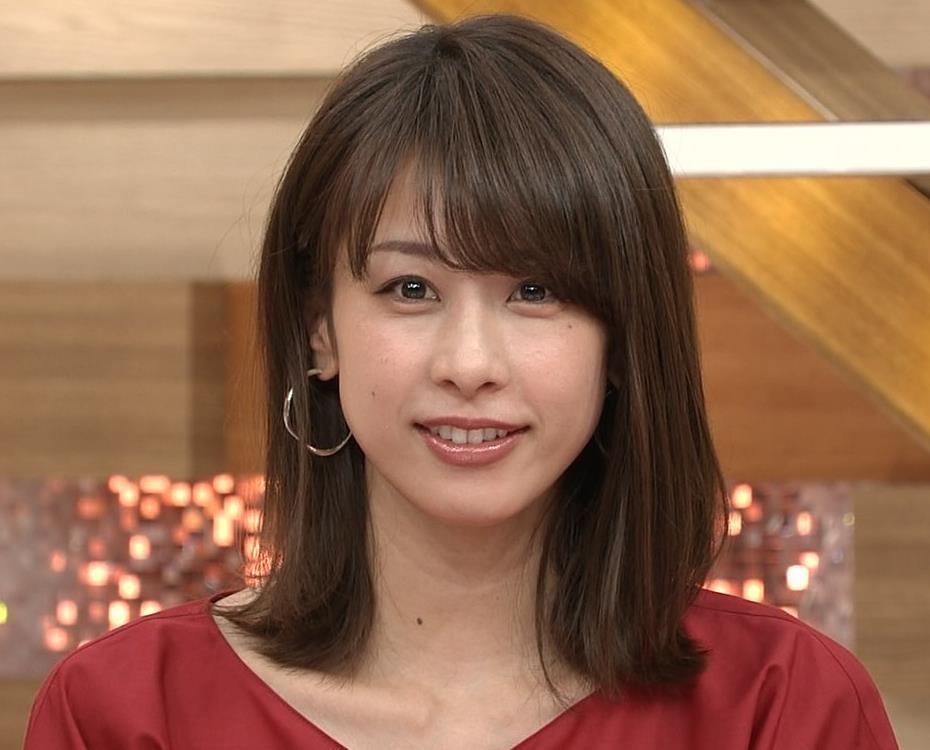 加藤綾子 赤いロングスカートキャプ・エロ画像6