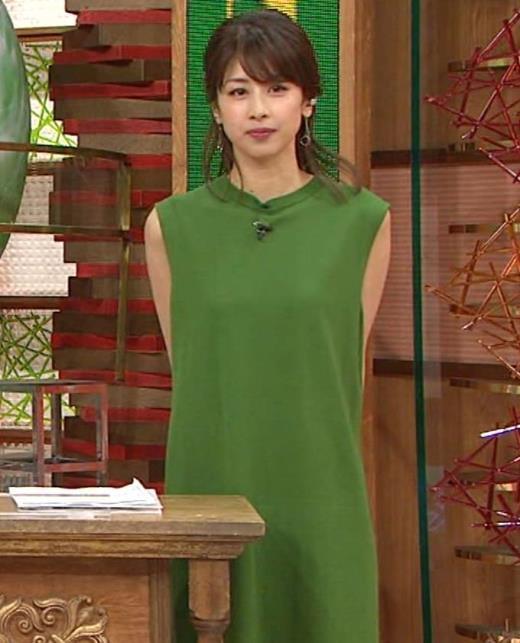 加藤綾子 手を後ろで組んで胸を張るキャプ画像(エロ・アイコラ画像)