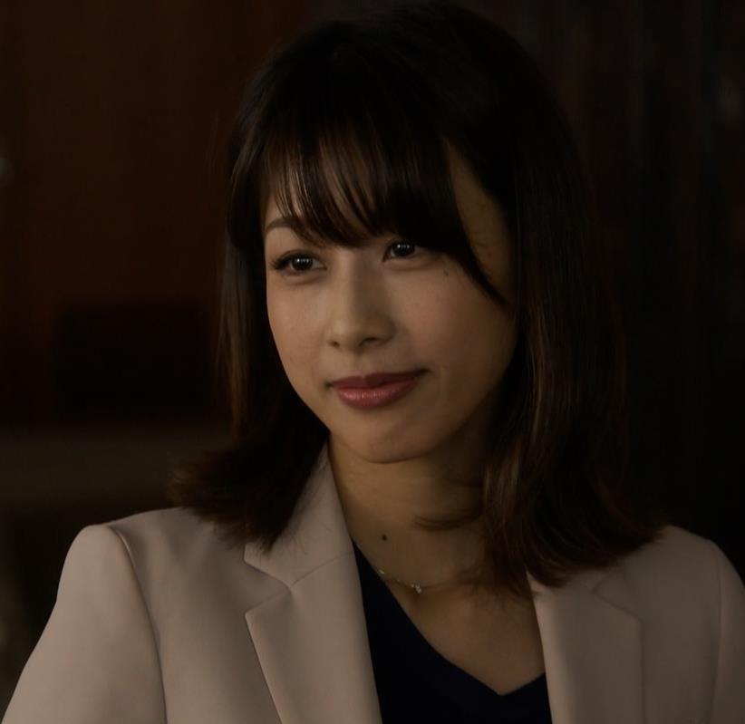 加藤綾子 ドラマでのパンツスタイルのお尻キャプ・エロ画像4