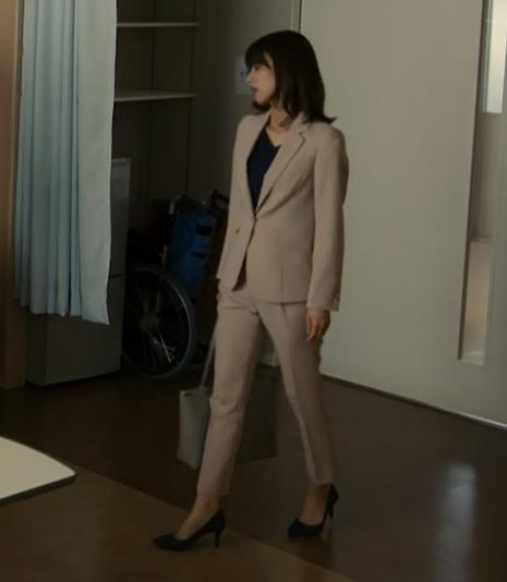 加藤綾子 ドラマでのパンツスタイルのお尻キャプ・エロ画像9
