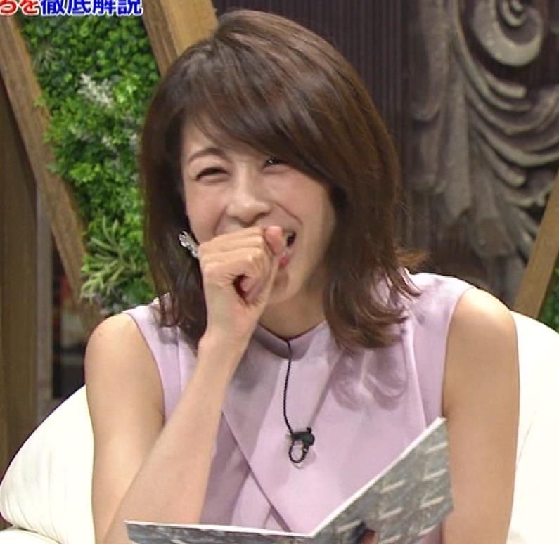 加藤綾子 スカートのスリットから太ももチラキャプ・エロ画像2