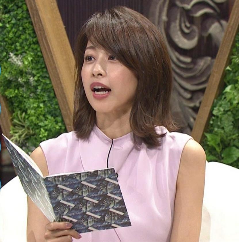 加藤綾子 スカートのスリットから太ももチラキャプ・エロ画像11
