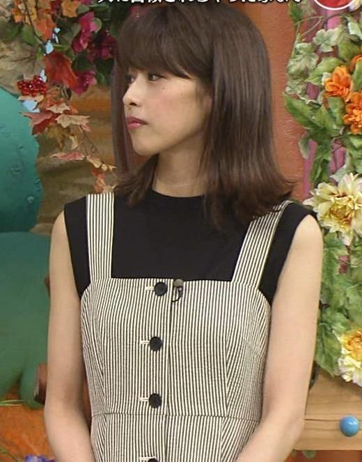 加藤綾子 またワキがエロい衣装キャプ・エロ画像2