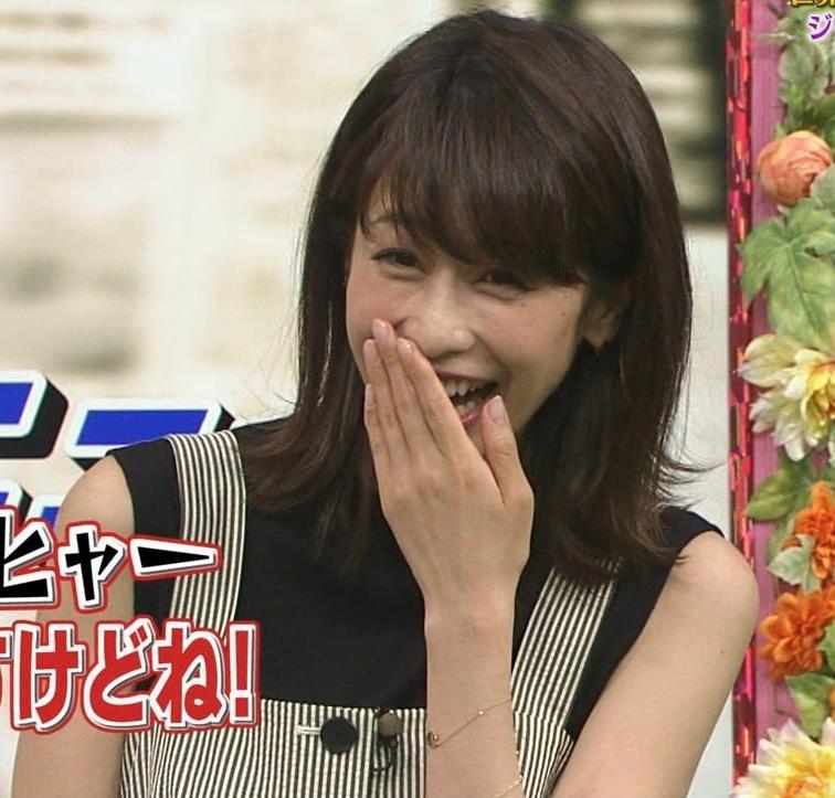 加藤綾子 またワキがエロい衣装キャプ・エロ画像6