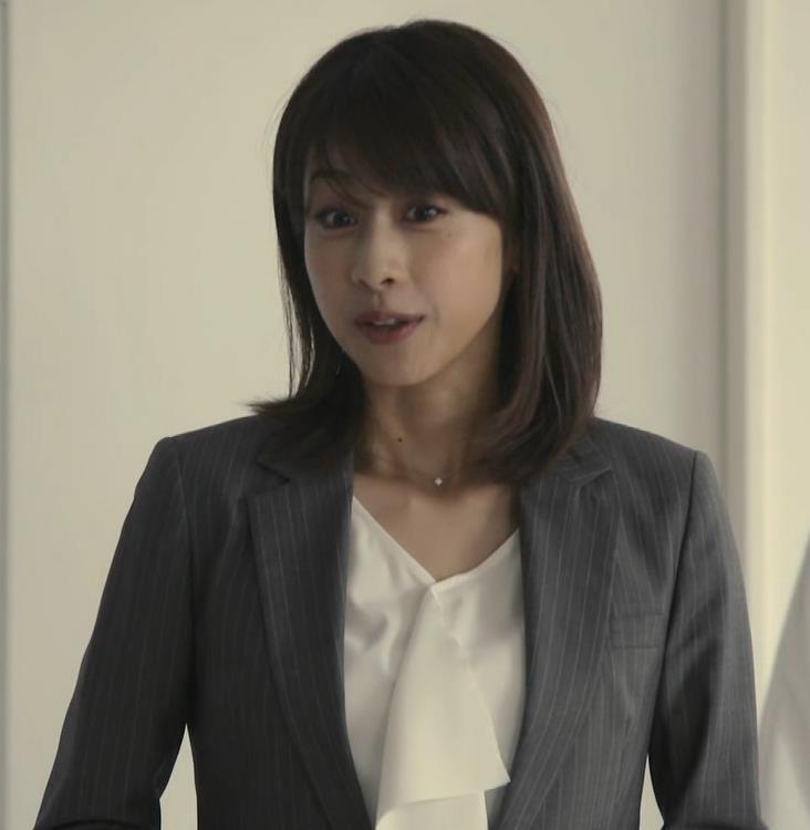 加藤綾子 ドラマでのスーツ姿キャプ・エロ画像2