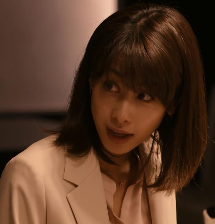 加藤綾子 ドラマでのスーツ姿キャプ・エロ画像11