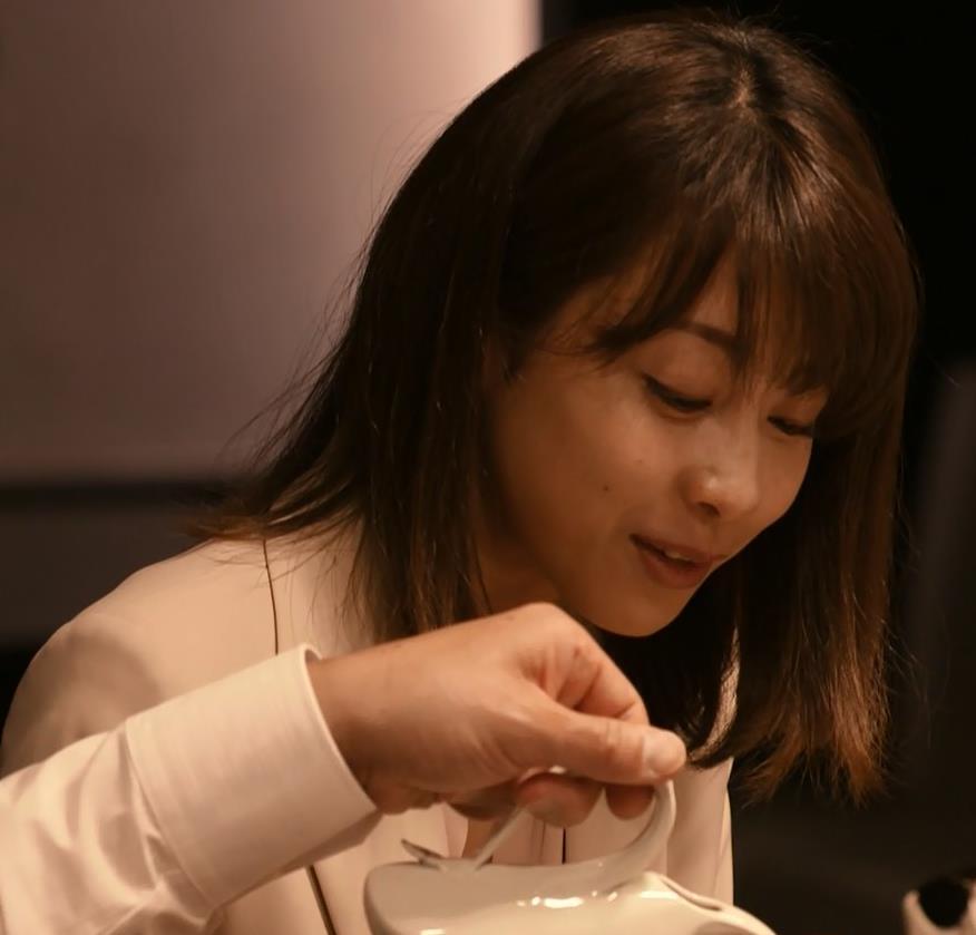 加藤綾子 ドラマでのスーツ姿キャプ・エロ画像12