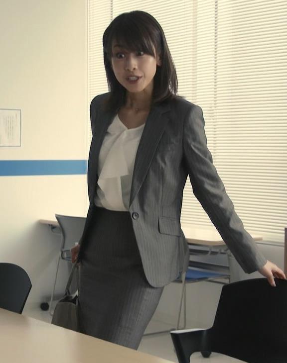 加藤綾子 ドラマでのスーツ姿キャプ・エロ画像4