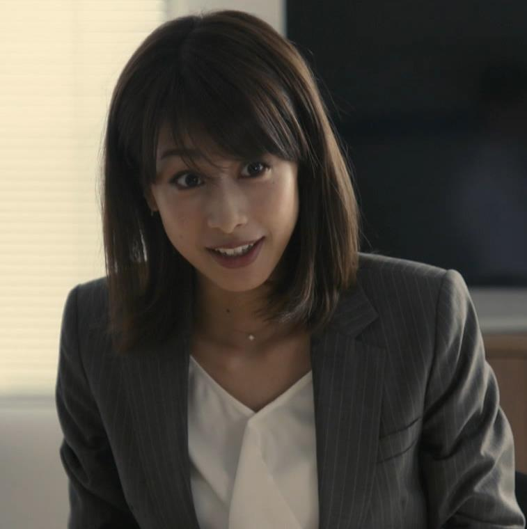 加藤綾子 ドラマでのスーツ姿キャプ・エロ画像5