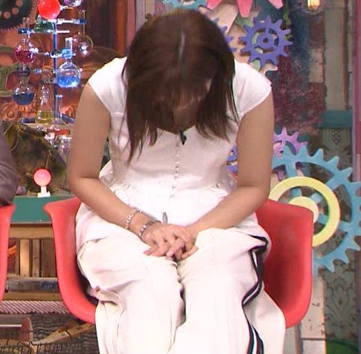 川口春奈 エロい胸元キャプ・エロ画像