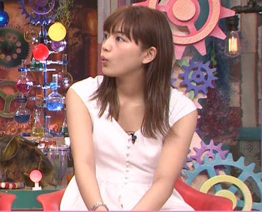 川口春奈 エロい胸元キャプ・エロ画像2