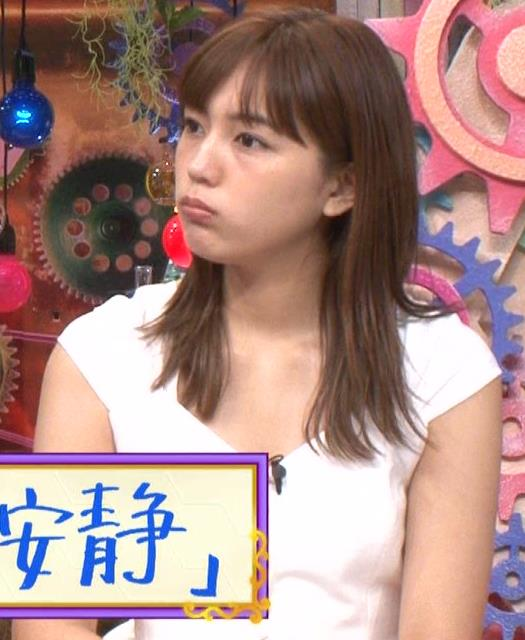 川口春奈 エロい胸元キャプ・エロ画像5